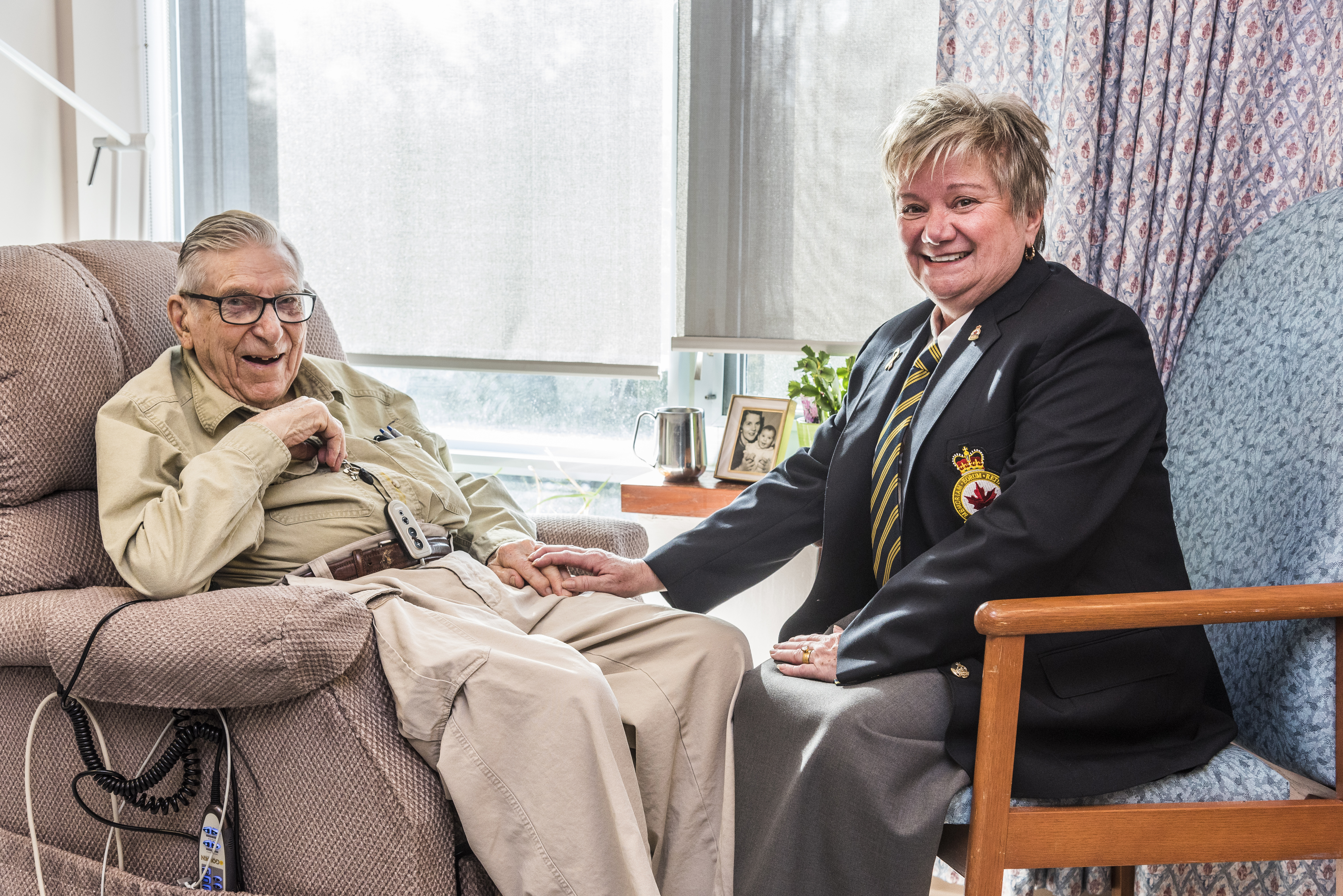 Legionnaire visits a Veteran at The Perley and Rideau Veterans' Health Centre.